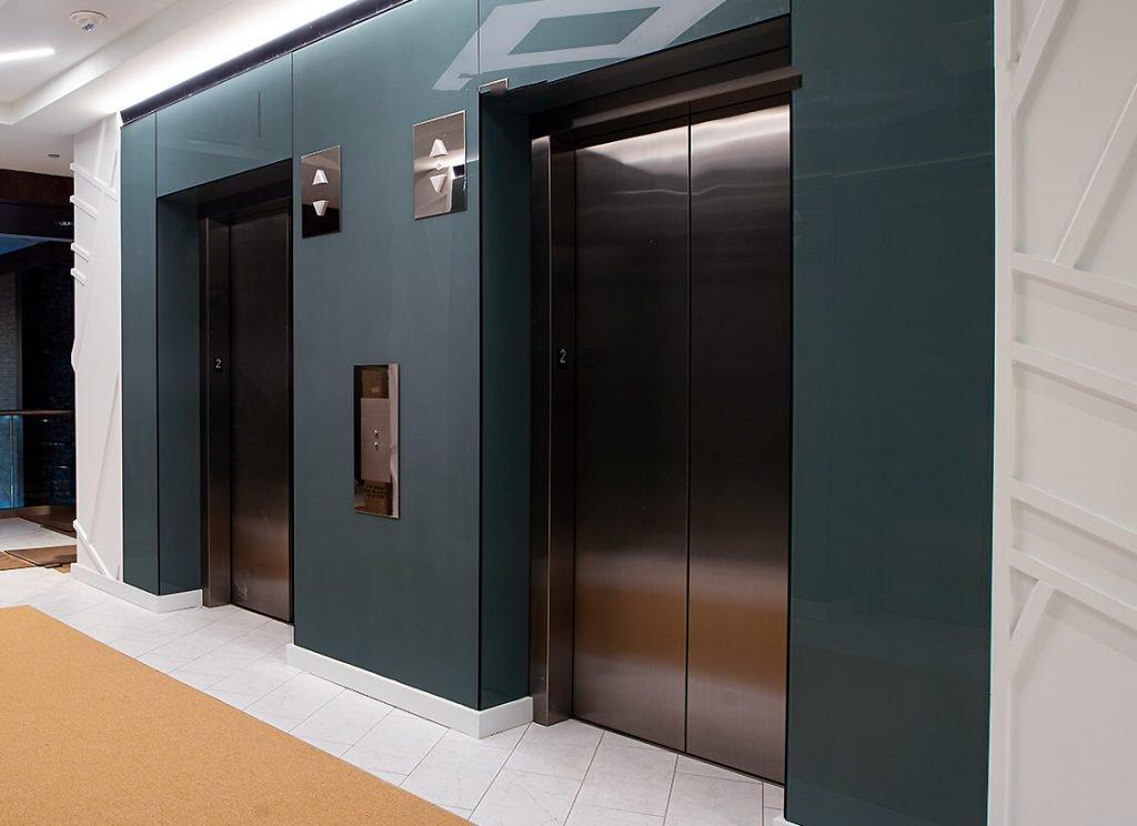 Signage & Elevator Lobby